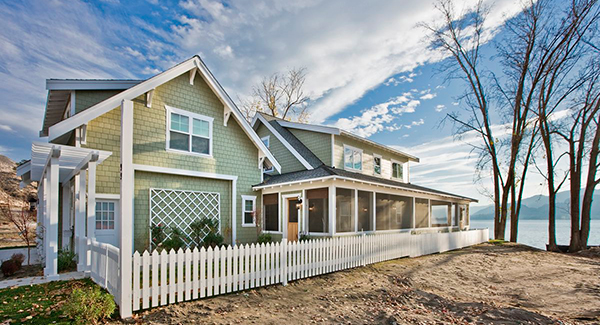 9 beach houses that will make you want to sell and move for Homes with verandahs all around