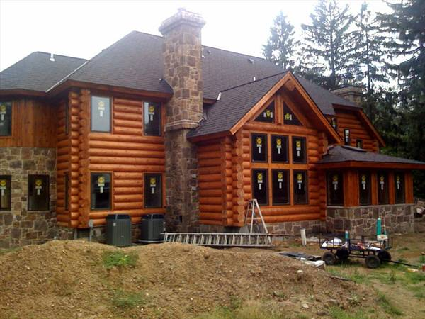 Five bedroom traditional house plan for Traditional log cabin plans
