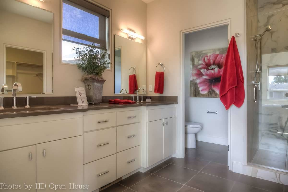 Plan 5204 - Master Bathroom