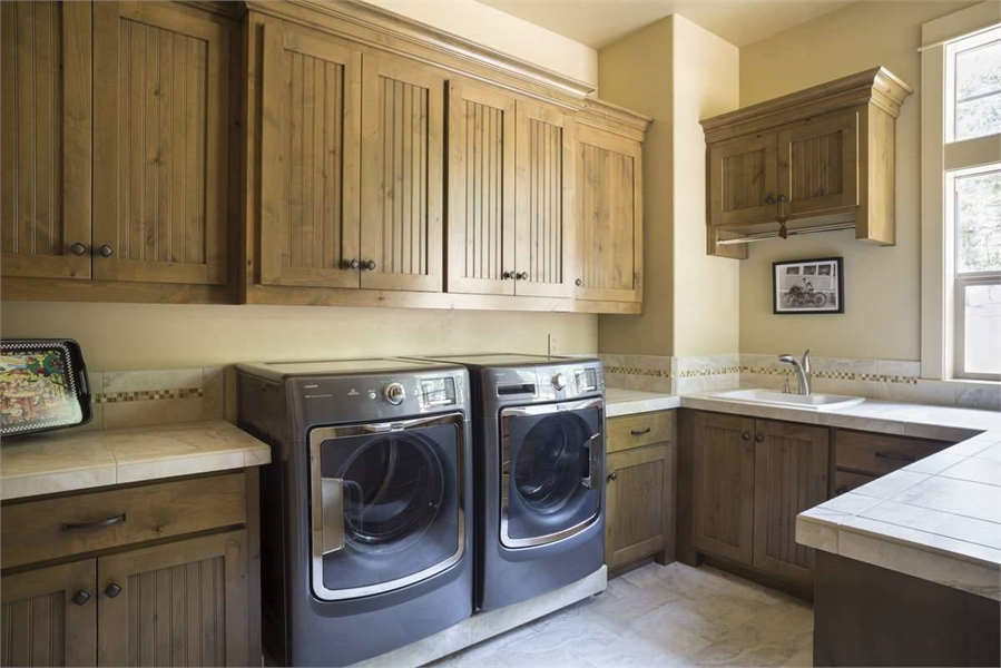 Plan 9215 - Laundry Room