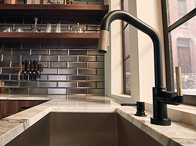 Striking Kitchen Faucets with Contemporary Style